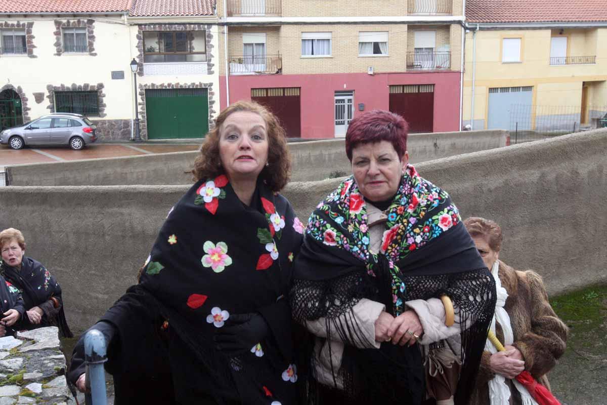 Serradilla del Arroyo procesiona a San Blas en el día grande